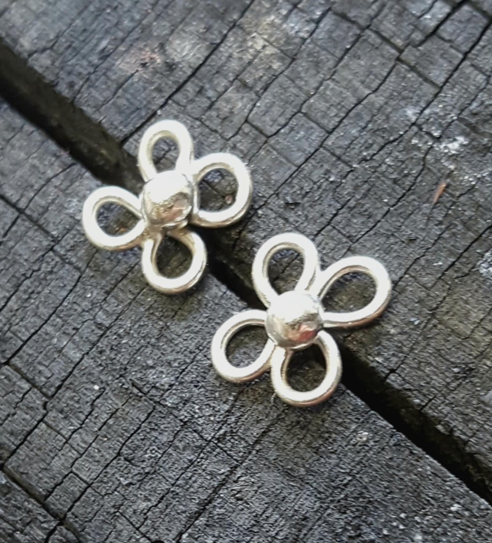 1699970a559d Petite Sterling Dogwood Flower Post Earrings